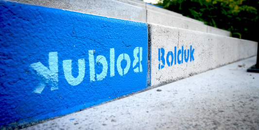 Bolduk bleu in the street